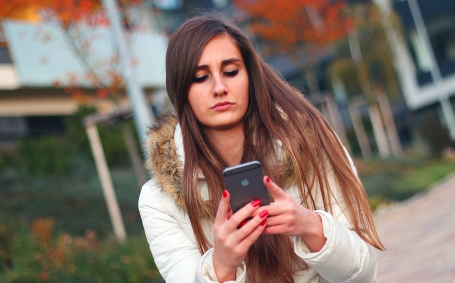 Zuur meisje met 1GB abonnement